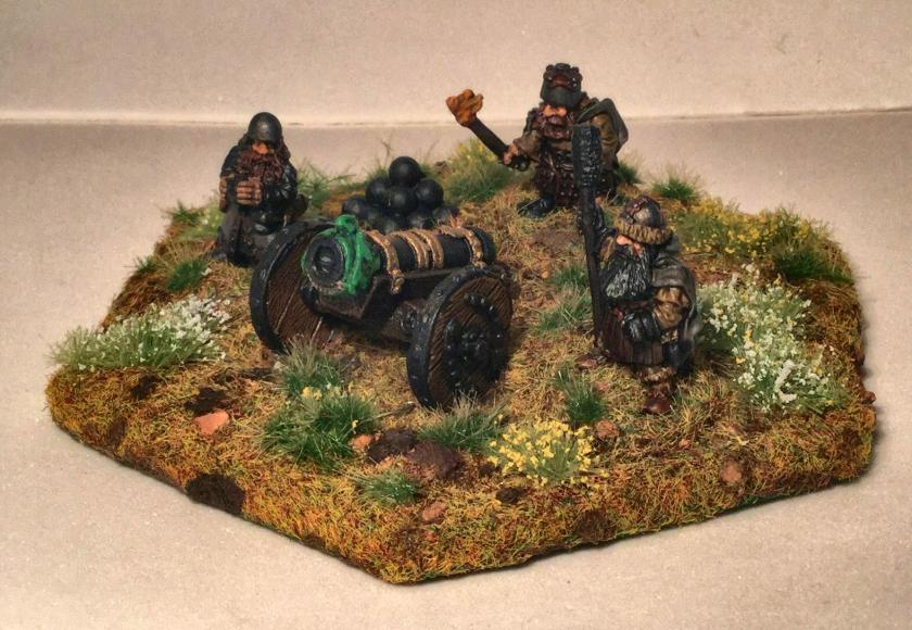 14 Ral Partha 02-161 Dwarf Bombard Crew - complete - side angle shot left side