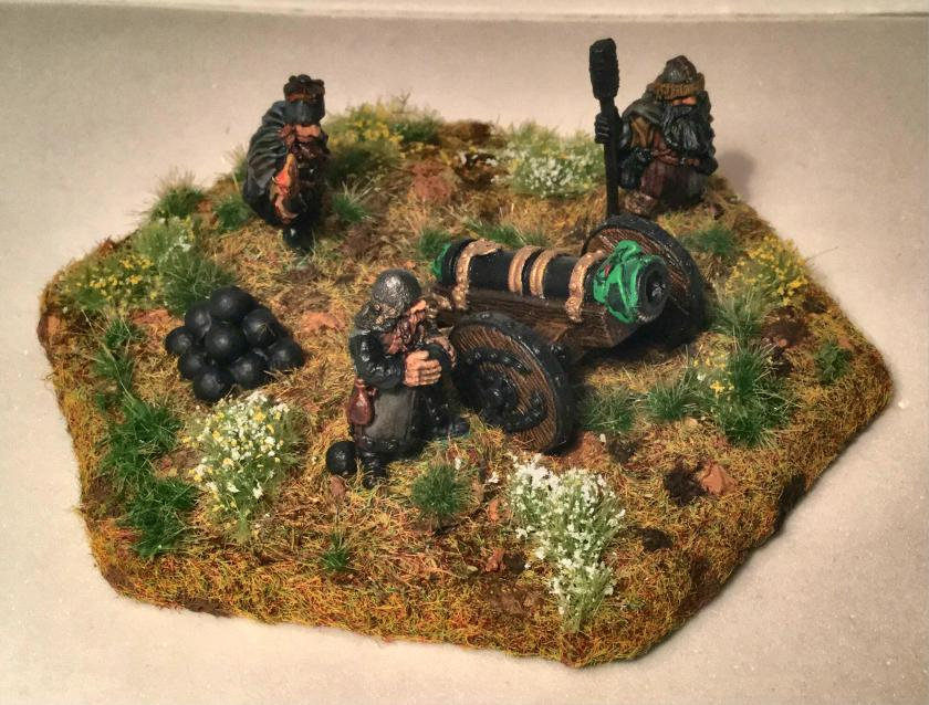 15 Ral Partha 02-161 Dwarf Bombard Crew side angle shot right side