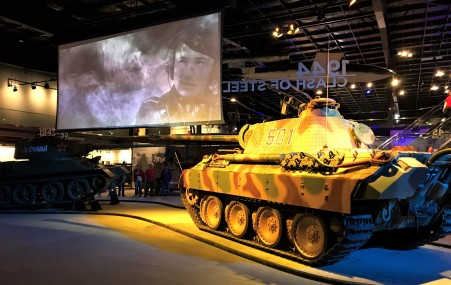 The presentation screen with the opposing tank commanders