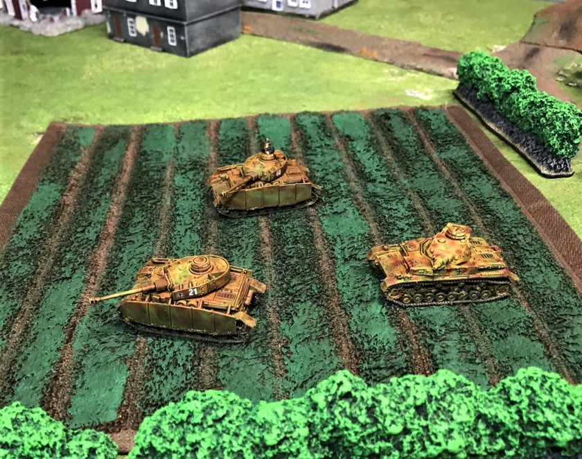 1 Panzer IVH's and Panzer IVE in field