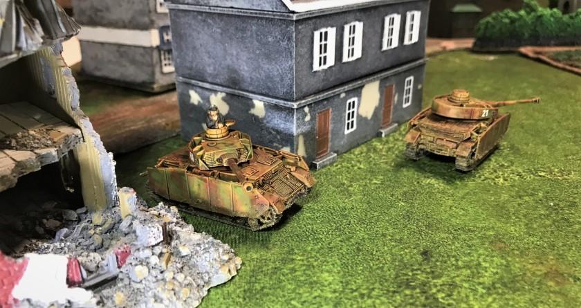 2 Panzer IVH's turn corner
